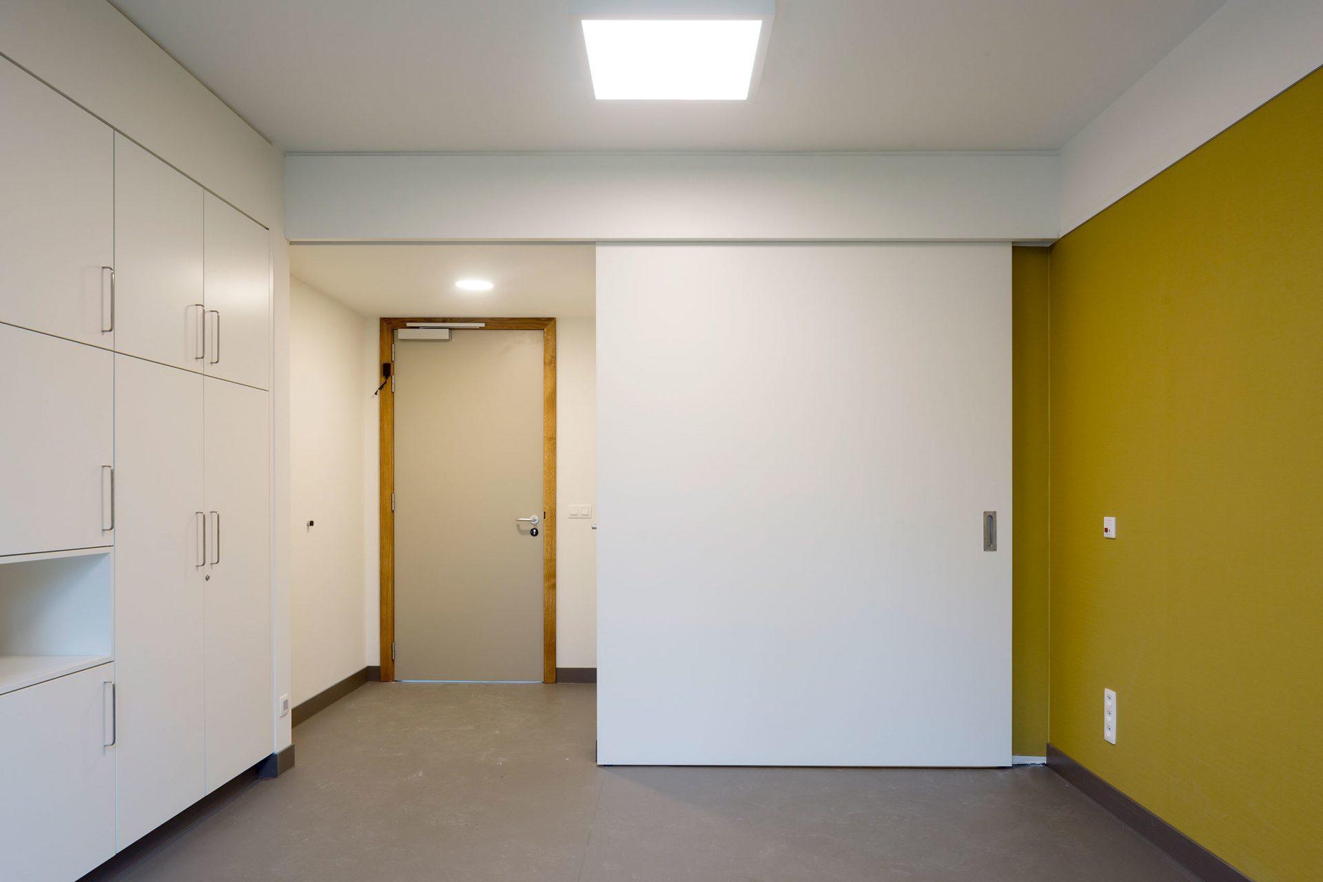 Machelen Room Door Closed