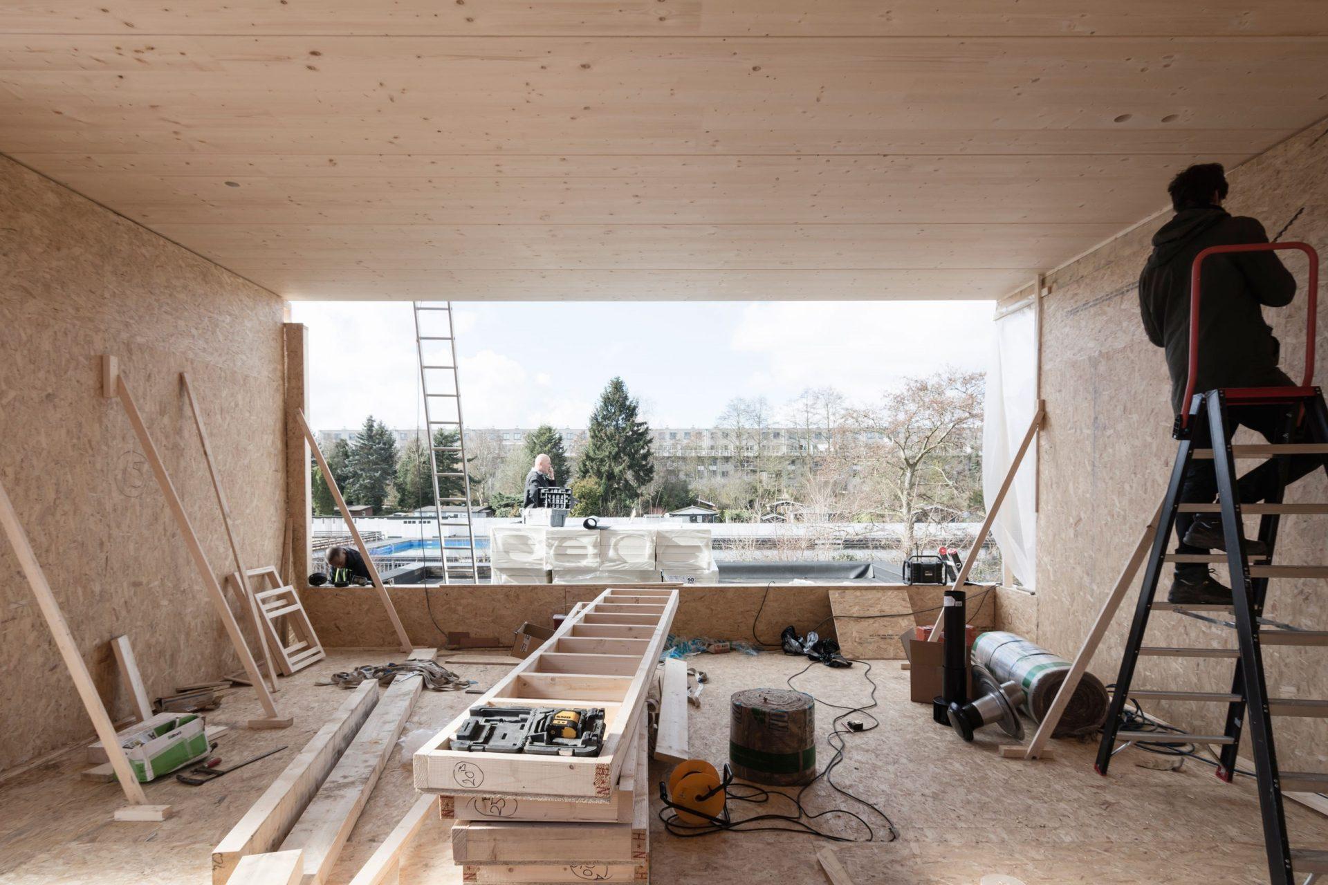 Leonidas Construction Inside