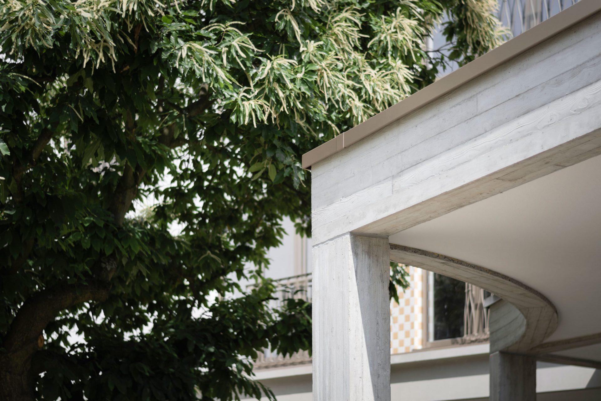 Machelen Garden Columns Curve